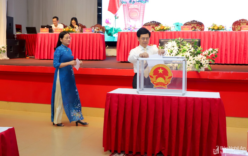 Nghe An has two new Deputy heads of People's Committee