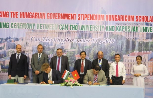 Can Tho University promotes education partnership with Hungary