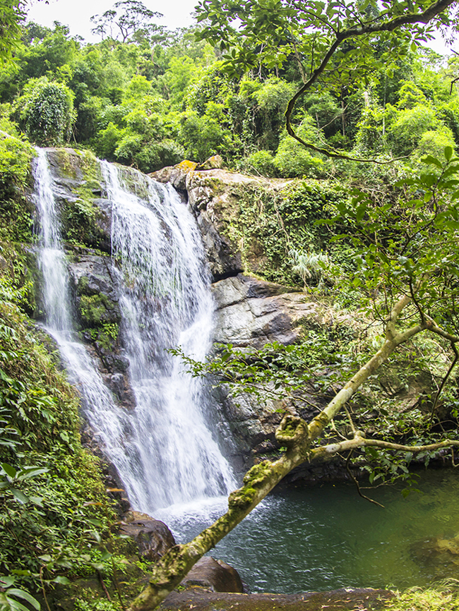 Khe Tien waterfall in Quang Ninh brings visitors new experience
