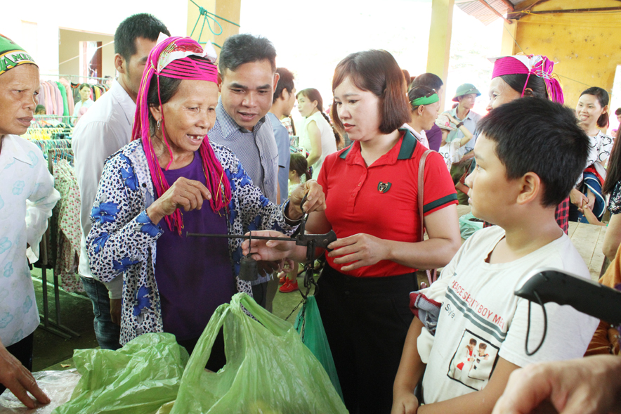 Turning Ha Lau market into a unique tourist product in Quang Ninh province