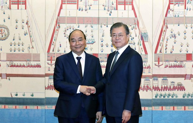 PM Phuc holds talks with RoK President