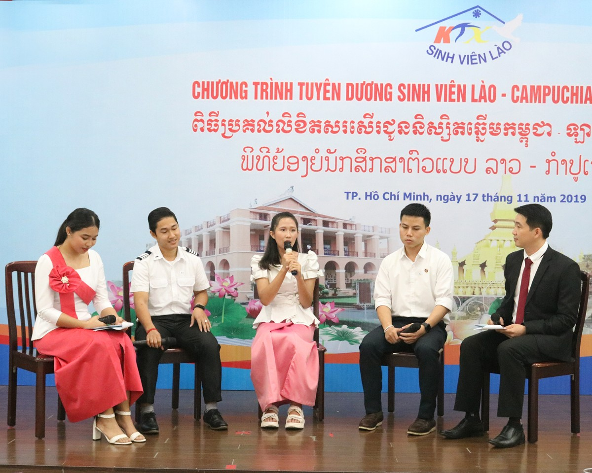 HCM city honours Laotian and Cambodian students