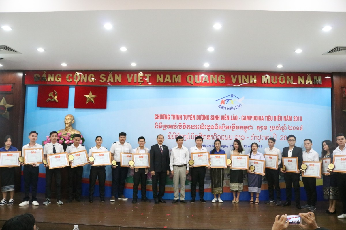 86 outstanding Laotian and Cambodian students honoured in HCM city
