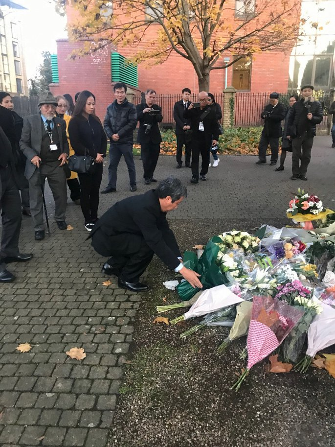 Vietnamese community in UK lays flowers to 39 Essex lorry victims