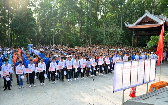 Over 2,000 pine trees planted at Da Chong-K9 historical relic site