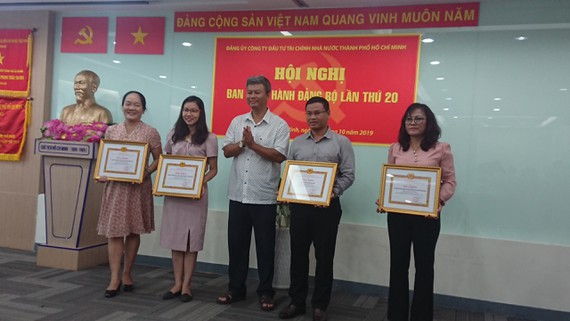 Honoring contestants studying 50 years of President Ho Chi Minh's Testament