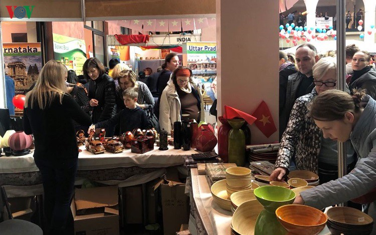 Vietnamese Embassy in Ukraine attends Charity Fair 2019