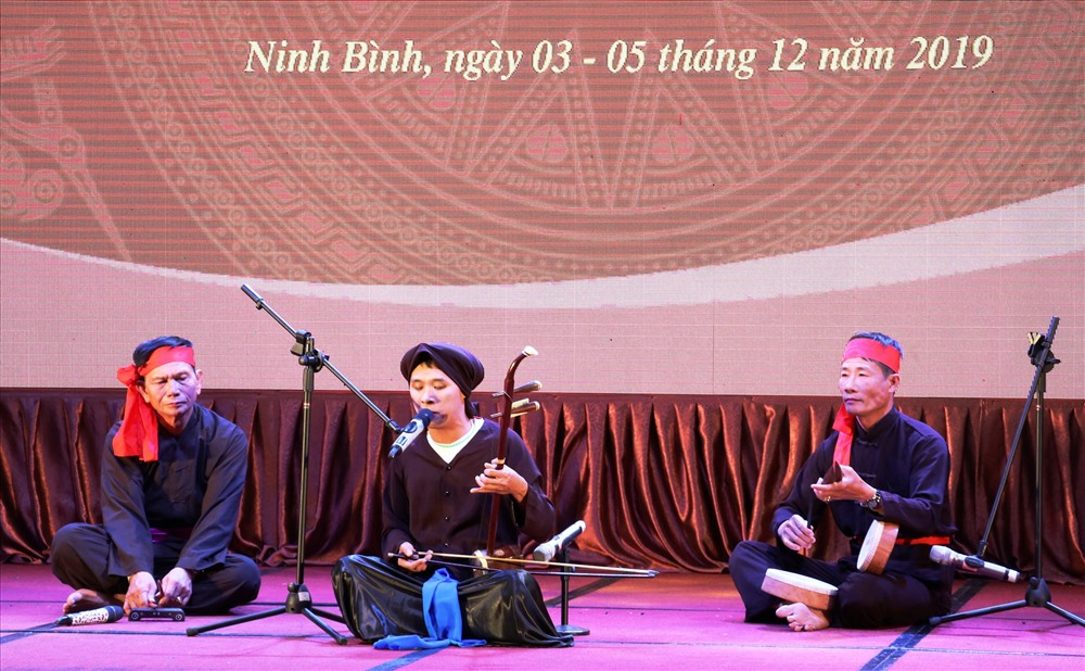 Xam singers compete in Ninh Binh province