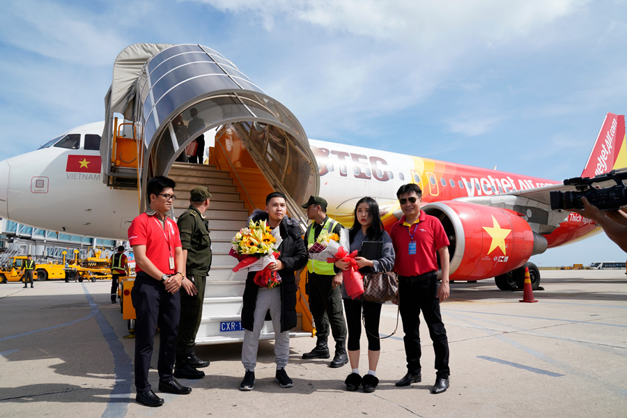 Vietjet and Khanh Hoa welcome 10 millionth passenger in 2019