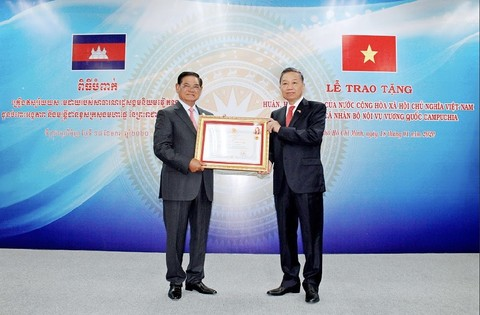 Cambodian individuals presented with friendship medals