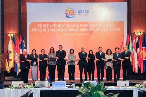 ASEAN senior economic officials meet in Hanoi
