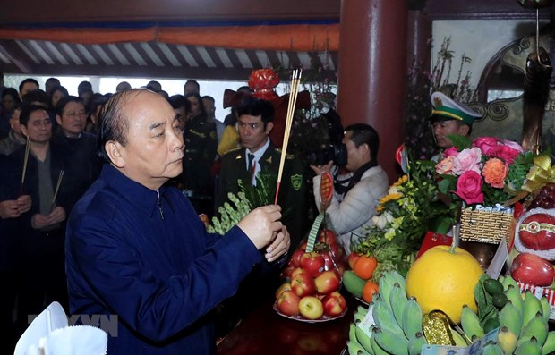 PM offers incense in memory of President Ho Chi Minh