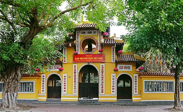 Sacred pagodas in Hanoi to pray for Lunar New Year of Rat