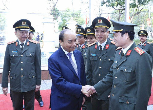 Prime Minister examines guard force's combat readiness