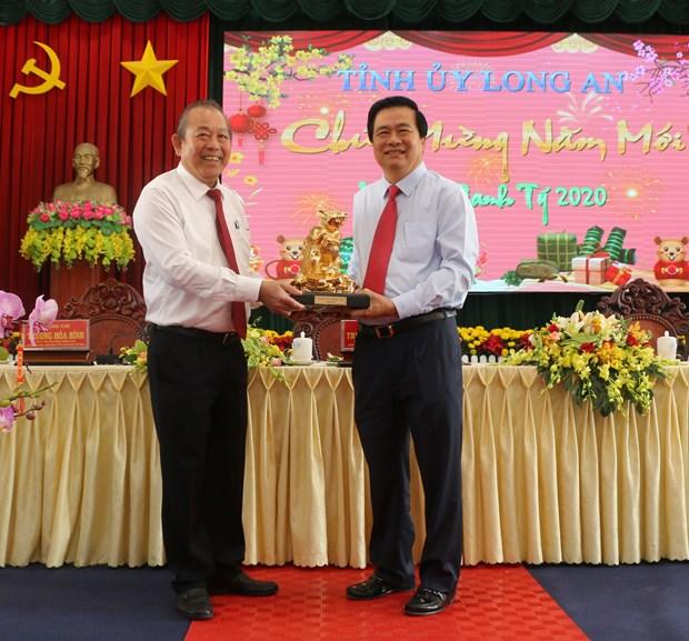 Deputy PM Truong Hoa Binh pays Tet visit to Long An province
