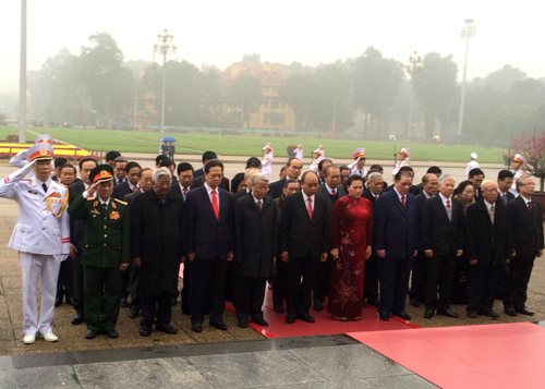 Party, State leaders pay homage to President Ho Chi Minh