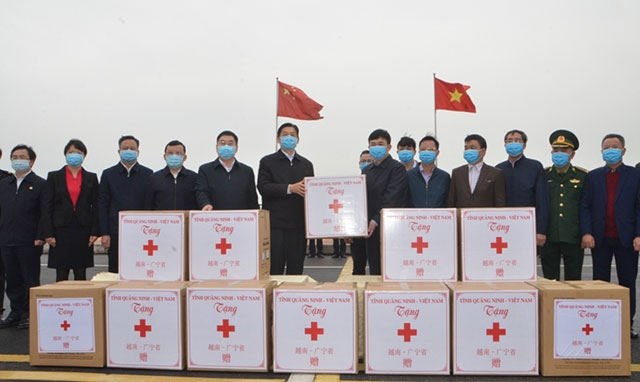 Vietnam's Quang Ninh province gives Covid-19 fight goods to Chinese locality