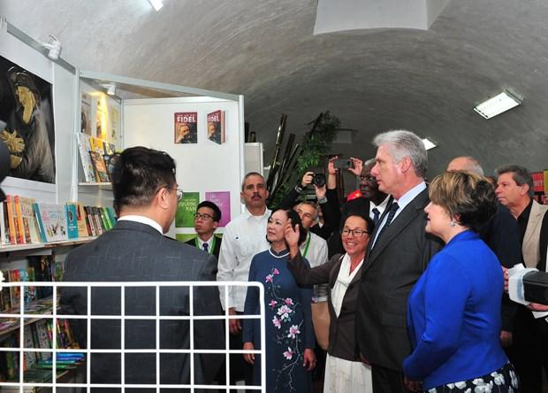 Cuban President visits Vietnam's pavilion at Havana book fair