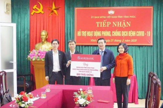 COVID-19: Agribank hands over 800 mln VND to Vinh Phuc
