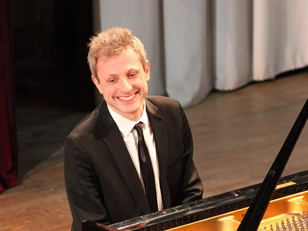 French pianist Maxime Zecchini's performances to begin in Ho Chi Minh city