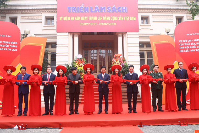 10,000 books on display at Hanoi book exhibition