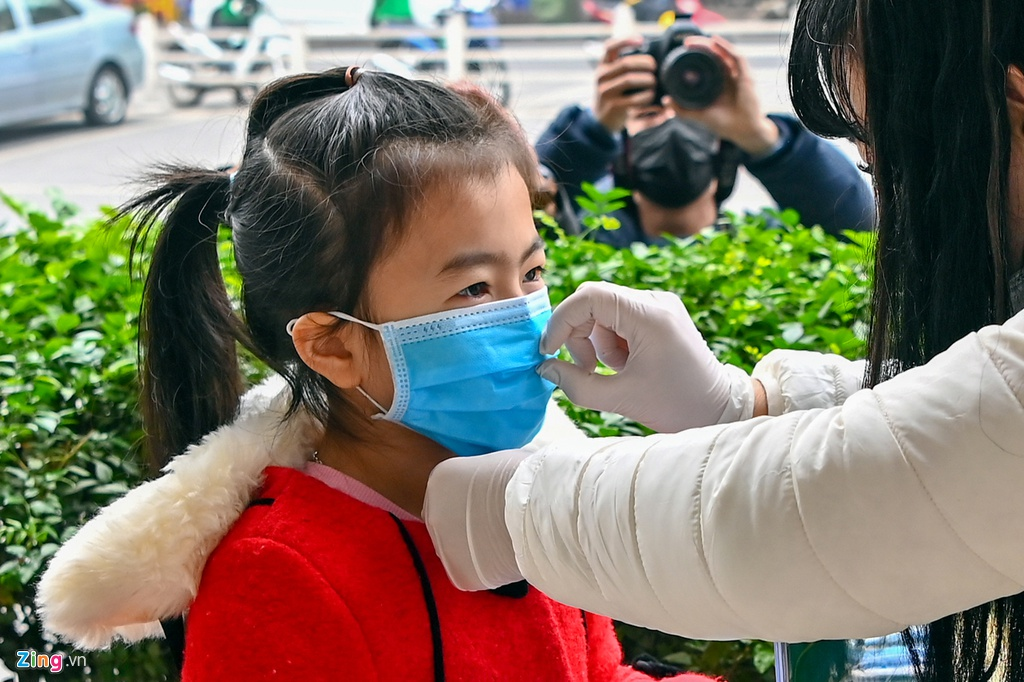 Hanoi to freely deliver 2-3 million face masks for students