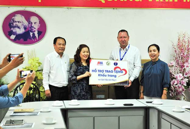 20,000 face masks presented to National Children