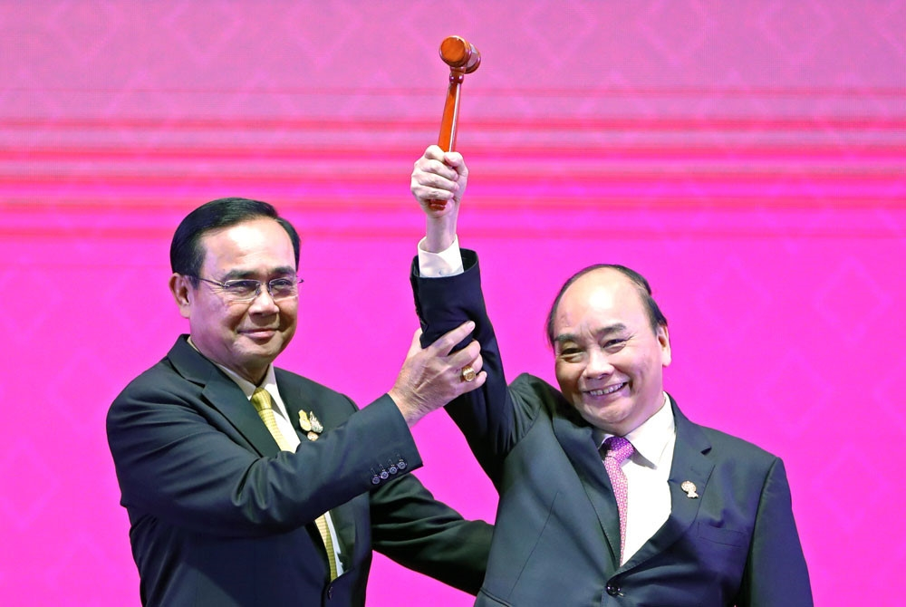 Leading ASEAN, Vietnam turns challenges into opportunities to connect 10 countries: Korean newspaper