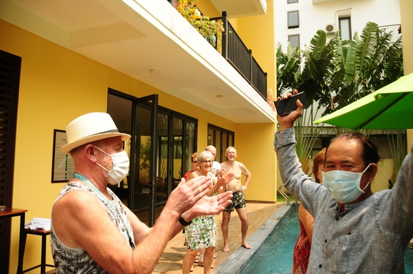 French and Belgian tourists isolated in Hoi An show gratitude to Vietnam