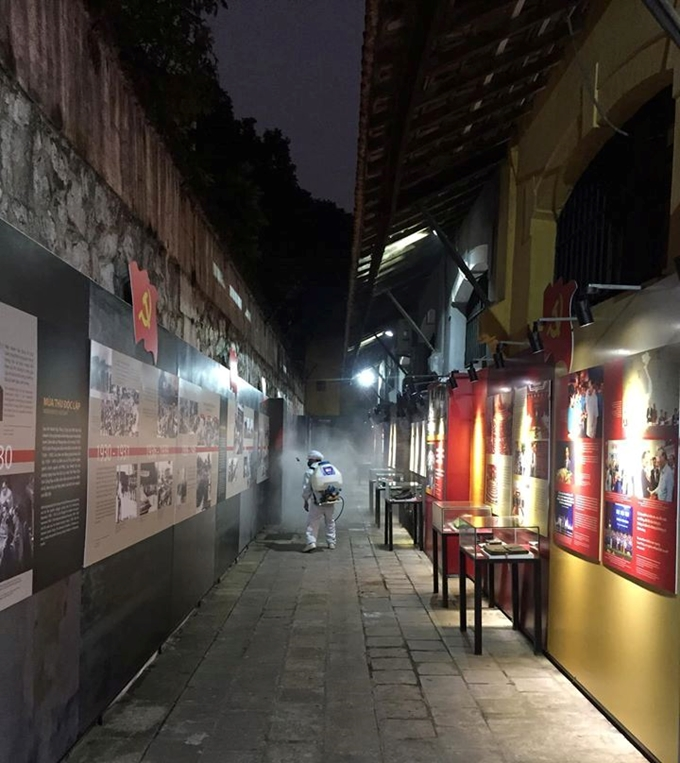 Relics sites and tourist attractions in Hanoi suspend operations