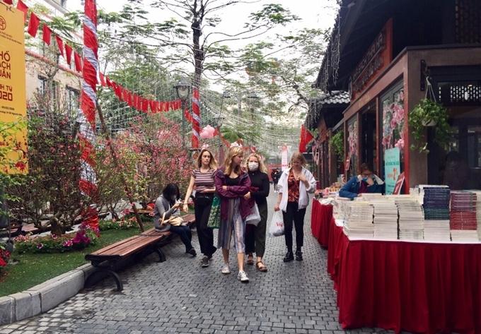 Hanoi Book Street closed due to COVID-19