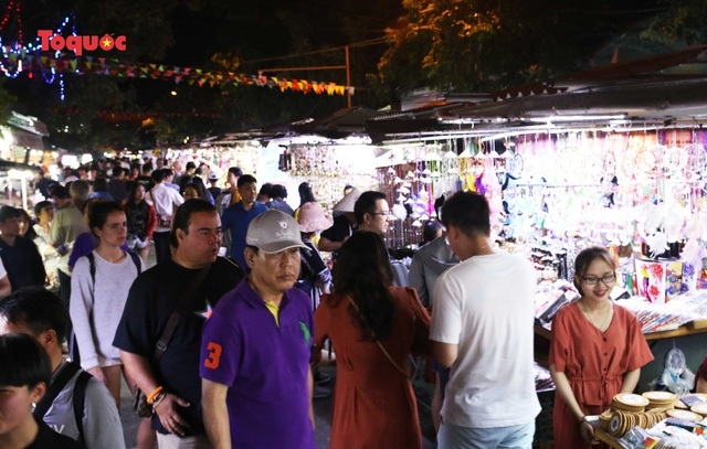 Night market in Hoi An and My Son Sanctuary temporarily stop