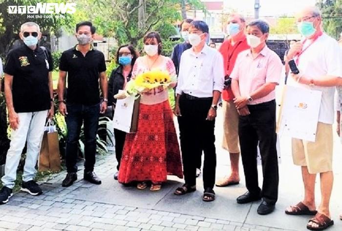 Foreign tourist appreciates after leaving Vietnam's quarantine area