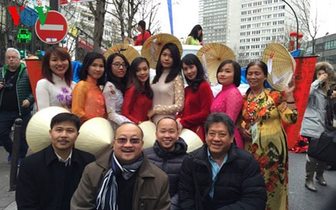 Vietnamese Embassy in France opens online citizen protection registration system