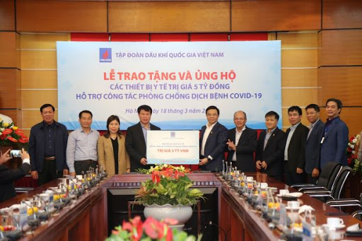 PVN presents medical equipment worth 5 billion VND to support COVID-19 prevention
