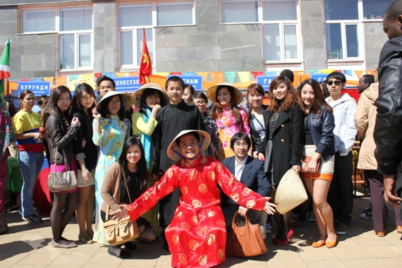 Vietnamese Embassy in Russia supports students amidst COVID-19 outbreak