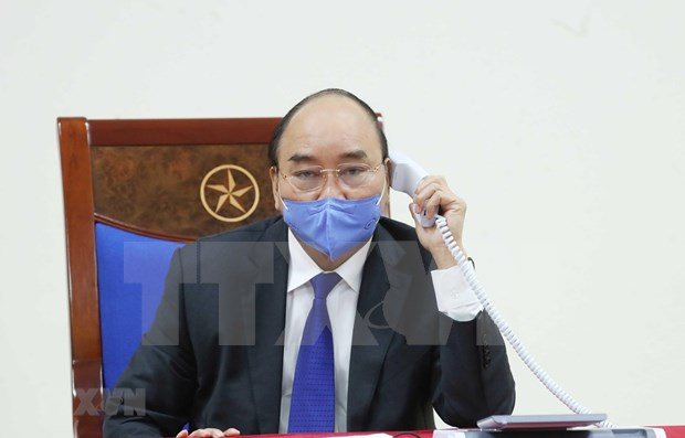 PM Nguyen Xuan Phuc discusses COVID-19 fight with Chinese counterpart