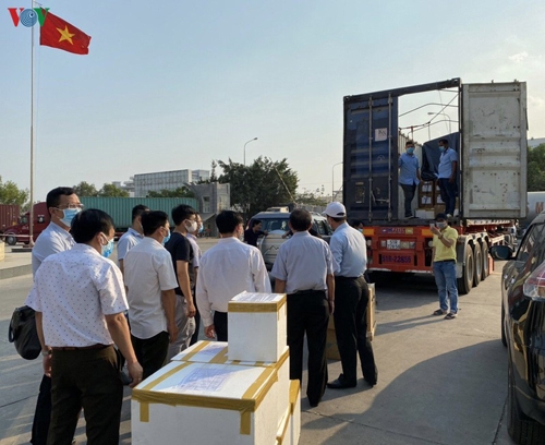 Cambodia receives medical equipment from Vietnam for COVID-19 fight