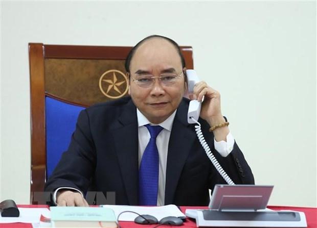 PM Nguyen Xuan Phuc talks on phone with Australian counterpart
