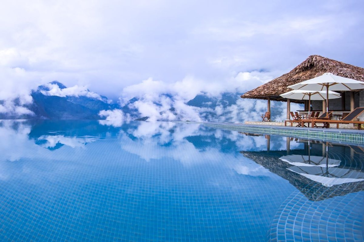 Foreign press honours 5 infinity pools in Vietnam