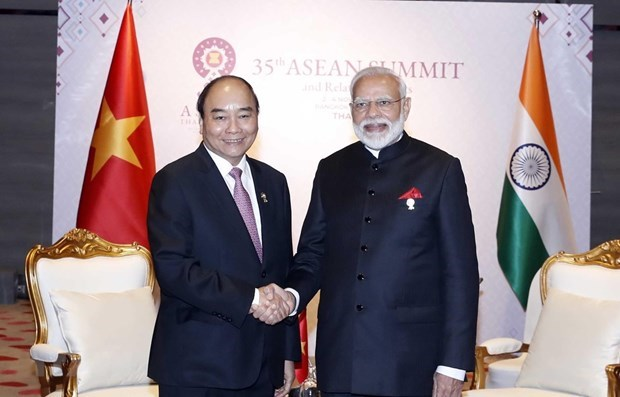 Vietnamese, Indian PMs discuss COVID-19 fight in phone talks