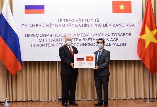 Vietnam presents antimicrobial face masks to Russia
