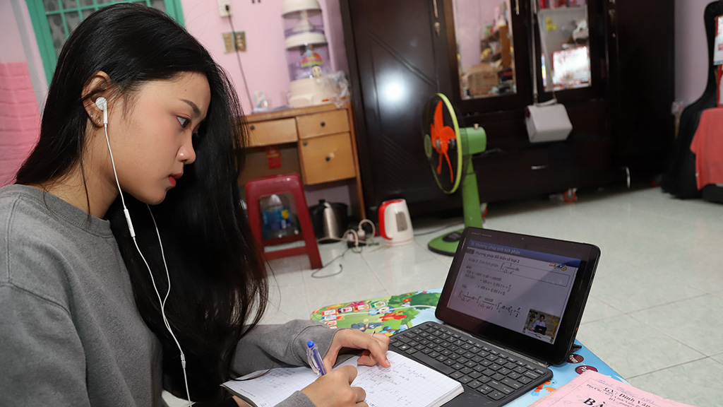 Hanoi aims to have 100% of students study on the internet