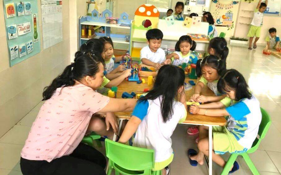 Hanoi supports non-public school teachers affected by COVID-19