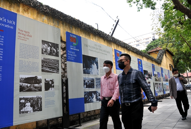 Exhibition introduces Hanoi City Party Committee