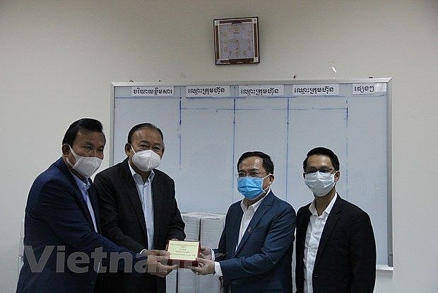 Vietnamese businesses in Cambodia support host country to fight COVID-19