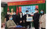 Presenting medical equipment to Thuan Thanh War-Invalids Nursing Center