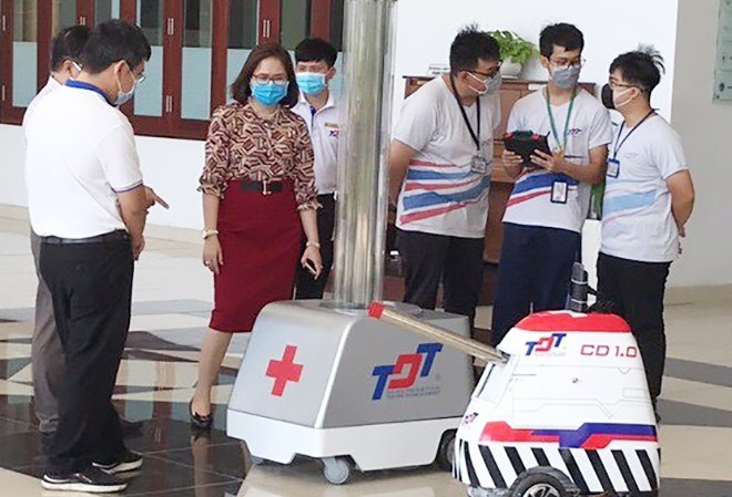 Ton Duc Thang University manufactures multipurpose robots to fight COVID-19