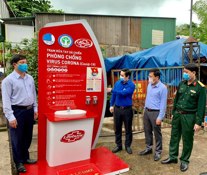 Hand-washing sink placed at largest market in Ha Tinh province