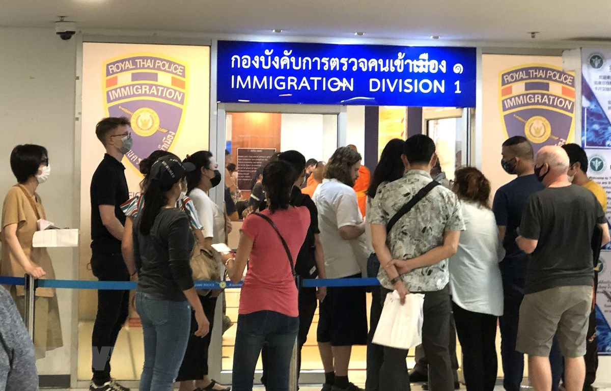 Embassy in Thailand assists Vietnamese citizens affected by COVID-19